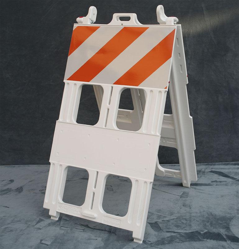 Type 1 Plastic Barricade